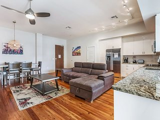 2bd/2.5bath Luxury 2-story Penthouse wTerrace near FrenchQuarter