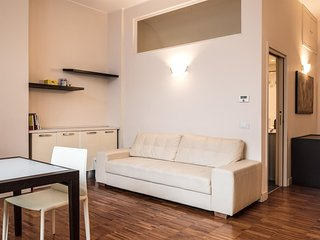 Spacious apartment close to the center of Milan with Internet, Air conditioning
