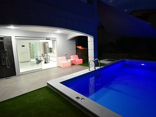 Alpha Delta pool suite