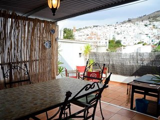 Traditional townhouse on three levels- Roof Garden-Views of Mountains-Parking
