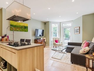 Splendid 2 Bed Flat with Garden in Maida Vale