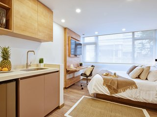 Bright Modern Studio in Lively Zone