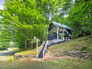 NEW! Spacious Beech Mountain Family Chalet w/Deck!