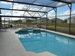 4BR Luxury Lakeview Villa - SF Pool/Spa, Free SOLAR Pool Heat, WiFi, Gated Comm