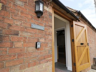 THE COMBINE SHED, open-plan, dog-friendly, in Bidford-on-Avon