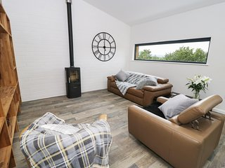 ROWAN BANK, open-plan, countryside views, near Keighley