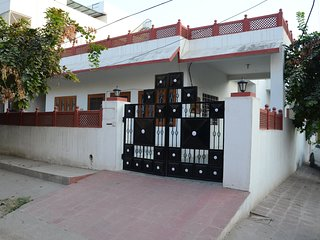The Pink City Traveler's Home- A 3 BR Home- For Families,Couples Solo Travelers