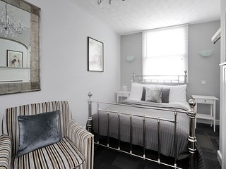 Central Bath Monmouth Place Apartment