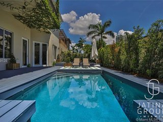 Beautiful 5 Bed Villa in the heart of downtown miami with Pool!