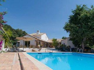 L'ENCLOS DU VIEUX CHÊNE maison d'hôtes chaleureuse familliale en Corse orientale
