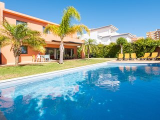 Villa with free Wi-Fi | A/C | private heated pool | garden | near beach and town