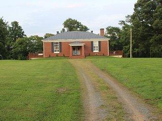 Historic Dyke Schoolhouse- Mountain View