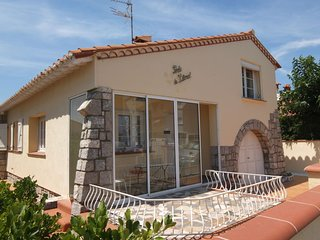 3 bedroom Villa in Saint-Cyprien-Plage, Occitania, France : ref 5250907