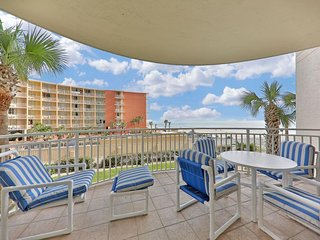 NEW LISTING! Spacious oceanfront condo w/shared indoor/outdoor pool w/hot tub