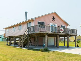 NEW LISTING! Charming house w/ shared pool & entertainment - close to the beach!