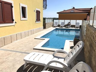New nice Elia5 Savudrija, with pool, 2 bedrooms, free WiFi, near the beach, BBQ