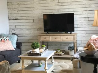 The Farmhouse - Relaxing and clean, 3 Bedroom/ 1 Bath Home (1 Mile from Ft Sill)