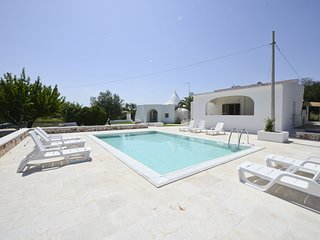 Villa d'Itria with trullo and swimming pool