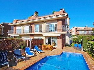 SVM017 Casa con piscina privada al lado de playa