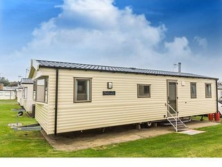 8 Berth Caravan in Hopton Haven Holiday Park,Great Yarmouth Ref:80048 Fairways