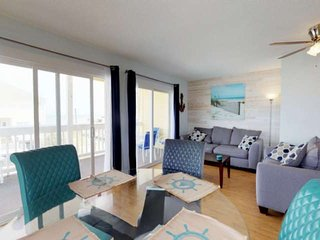 Great Ocean Views, Pool, Newly Updated and Furnished Condo, Easy Beach Access, P