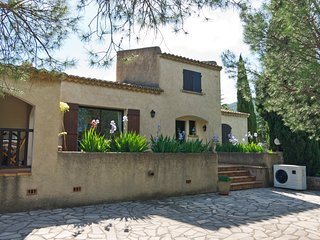 Villa Nyons Drome provencale private heated pool 2-7p WIFI BBQ