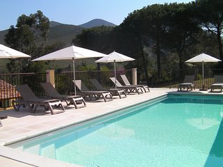 Appartement climatise, piscine chauffee, riviere1km et plage 5km