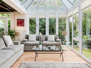 South facing, Sumptuous seating in the air conditioned conservatory over looking the Thames River.