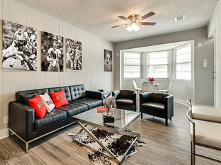 ★Spacious Modern Duplex★Huge Backyard | Close to AT&T, Ballpark