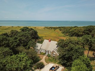 #512: private, nautical home with Stunning views of the bay, half mile to beach!