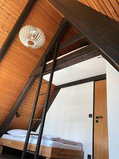 Schlafzimmer Gartenseite (Hochbett)