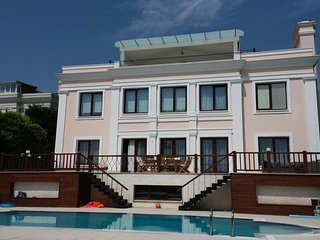 5 BR Private Huge Villa