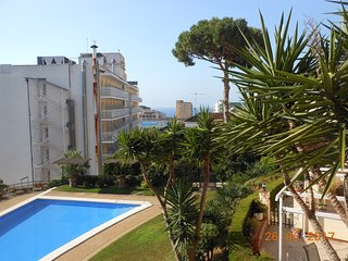Small cute apartment with swiming pool in Lloret de mar!