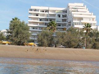 En primera linea y con piscina. Santa Margarita