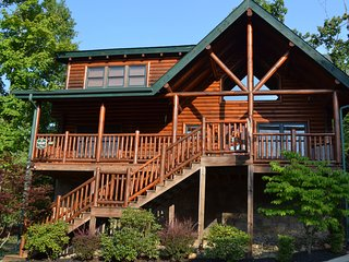 Three Bedroom Two Bathroom Cabin Pet Friendly Pigeon Forge TN