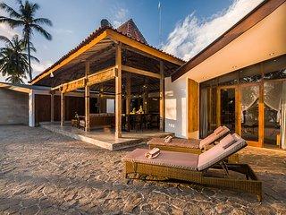 Villa Melaya 3 - Three Bedroom Beachfront Pool Villa
