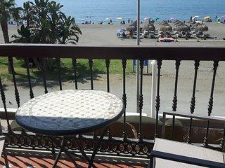 Apartamento en primera linea. Terraza con vistas al mar