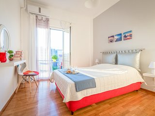 Homely Flat with Acropolis View, near Metro