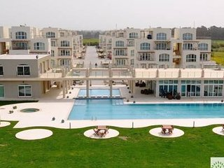 Apt. 10/1 · Huge apartments with pool by the sea!