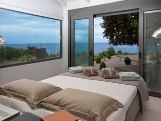 Luxury 1 bedroom Villa Marina with pool and private access to the sea