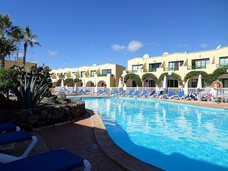 Castillo Mar - Poolside Duplex Apartment