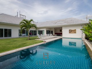 Private 4 bedroom villa