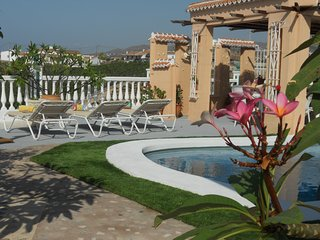 villa vista mar, con piscina privada cerca de la playa en Torre del Mar