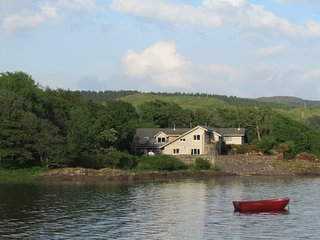 Pier West/spa bath/ log fire/Wifi/2 TV's/ parking/2 pets/fishing/his&hers bathR