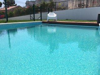 Komplett renovierte neue Ferienwohnung mit Garten und Pool
