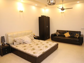 ♥♥ Queen's room at Chhattarpur | Pool+Indoor Gym
