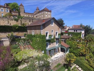 Beautiful 2-bed, 2- bath apartment in stunning town house in medieval village.