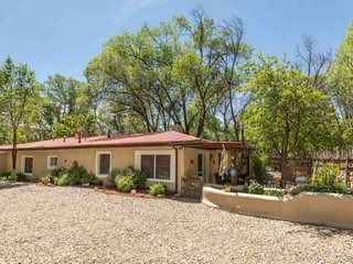 Cute Santa Fe Home 6 Minutes to Plaza, Near National Park Hiking Trails