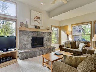 Sunny Home near Sunriver Village Mall w/ WiFi, Hot Tub, BBQ & Complex Pool