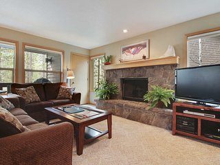 Stylish Home near Sunriver Village Mall w/ WiFi, Hot Tub & Free Sharc Passes